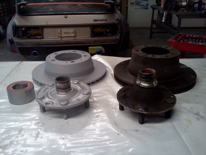 swapping my late rear hubs to early sets....? Img_2015