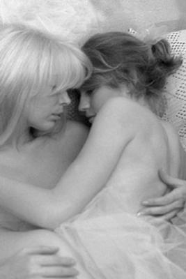 Vos plus belles photos de couples lesbiens - Page 2 12307010