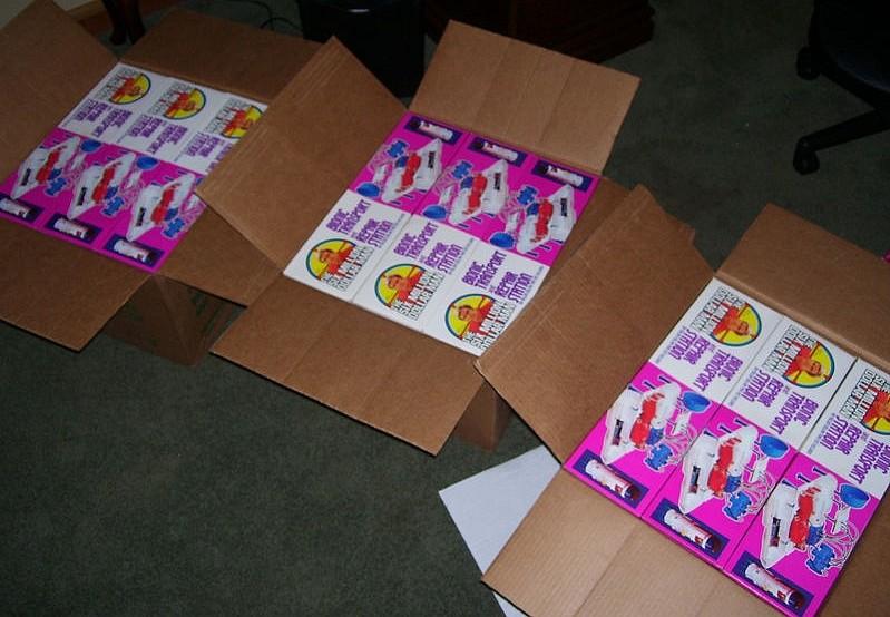 Cartons et conditionnements d'usine - Factory cases - Page 2 Kgrhqn19