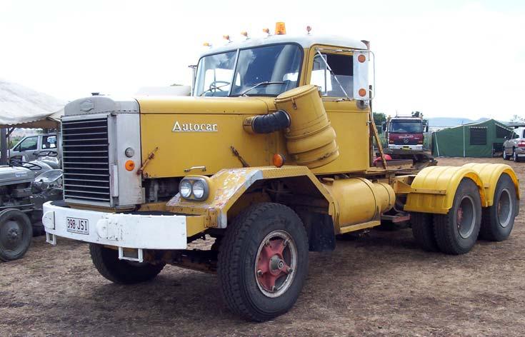 Wolf truck sur base de Diamond Reo AMT au 1/25 73610