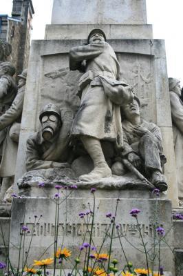 [Histoires et Histoire] Monuments aux morts originaux Français Tome 1 - Page 2 La_bat10