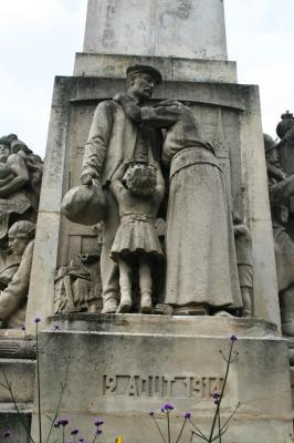 [Histoires et Histoire] Monuments aux morts originaux Français Tome 1 - Page 2 La_mob10