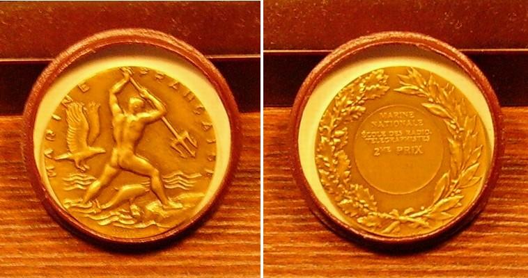 Médailles attribuées par les écoles de spécialité - Page 2 Madail10