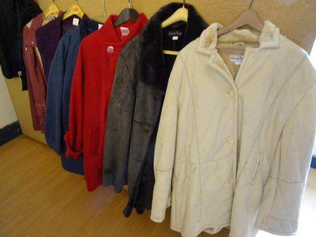 plusieur manteaux et cabans Dsc00910
