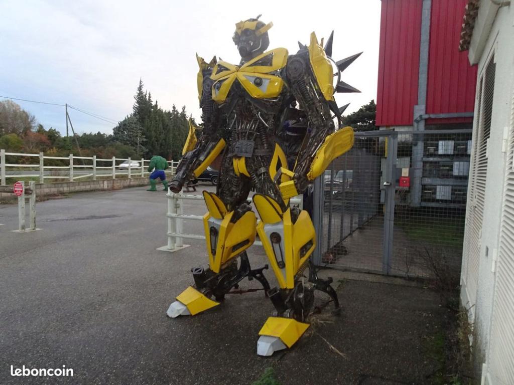 Statue réel - Statue géante en métal - Sculpture de glace - Réplique des TF des Films Transformers fait par des Fans - Page 3 Bumble10