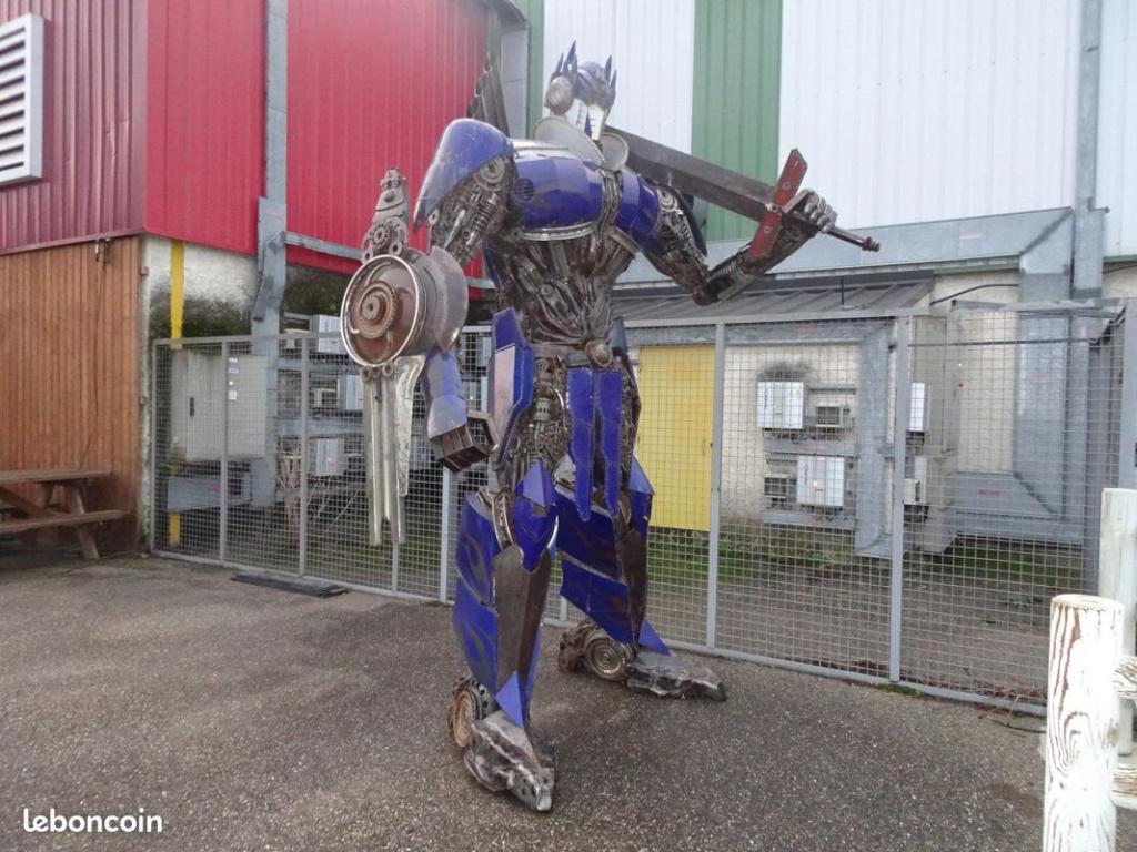 Statue réel - Statue géante en métal - Sculpture de glace - Réplique des TF des Films Transformers fait par des Fans - Page 3 Optimu10