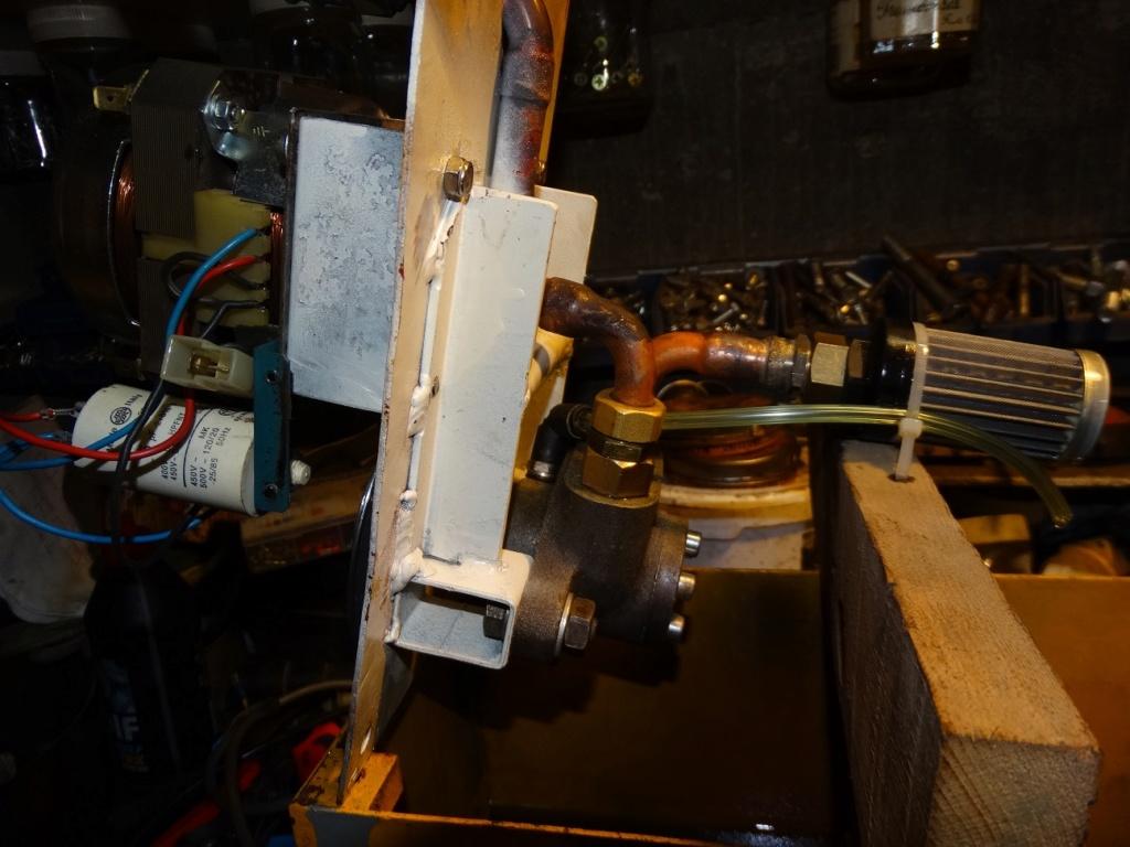 Pompe et bac Dsc00710