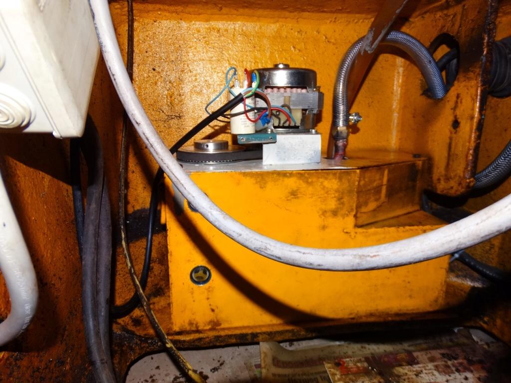 Pompe et bac Dsc00712