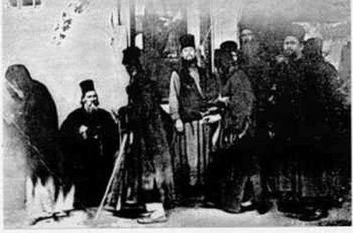 Δείτε την Θαυμαστή εμφάνιση της Παναγίας σε Φωτογραφία του 1902 στο Άγιον Όρος! E_aa_c10