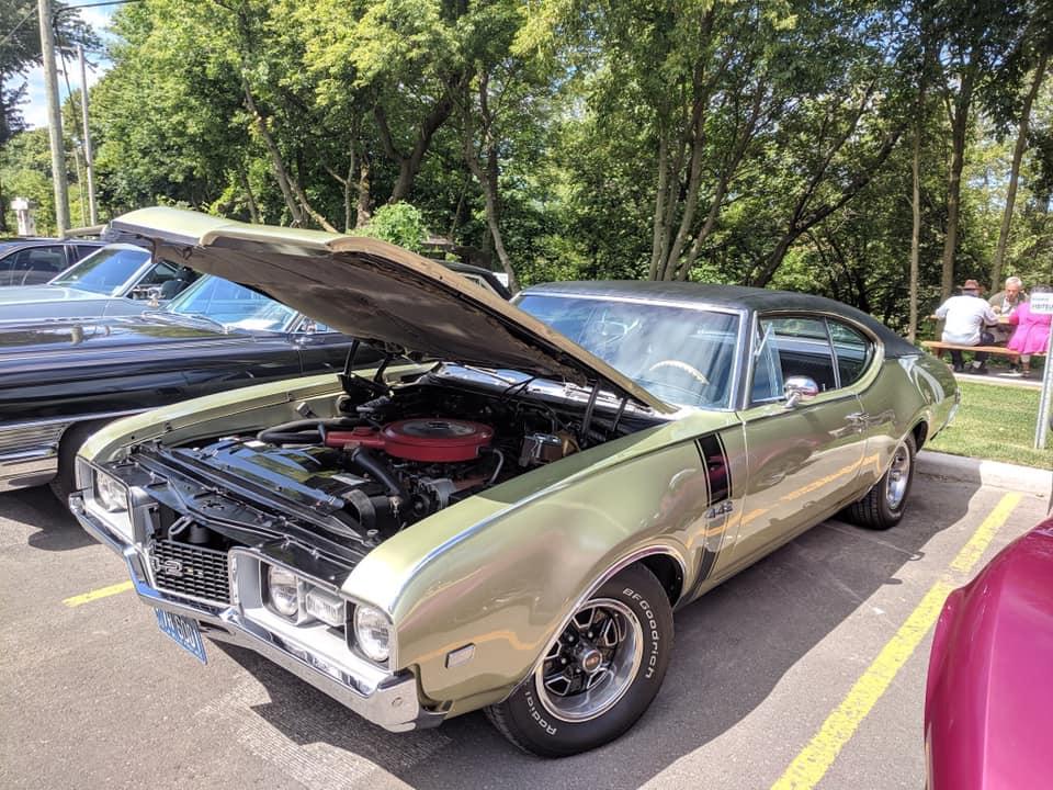 exposition de voiture antique pour une bonne cause  69133710