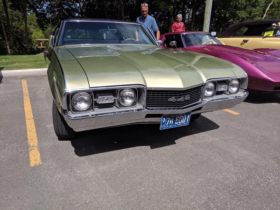 exposition de voiture antique pour une bonne cause  69539810