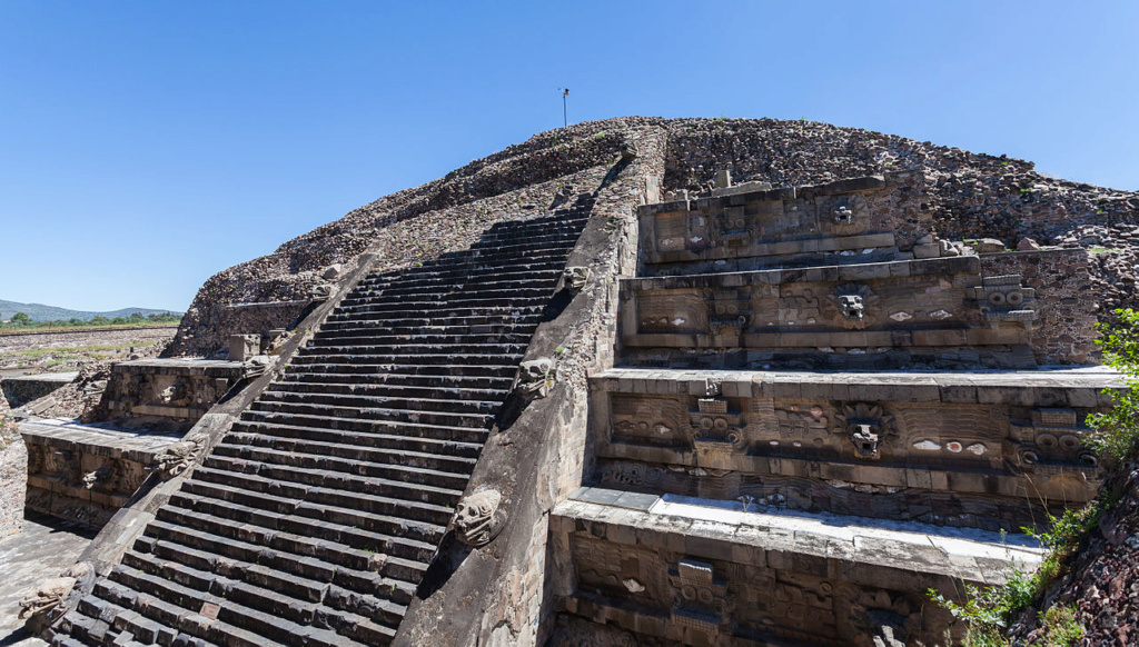 Les pyramides mystérieuses Citade11