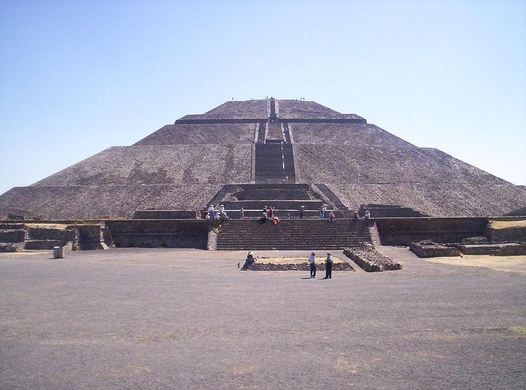 Les pyramides mystérieuses Pyrami10