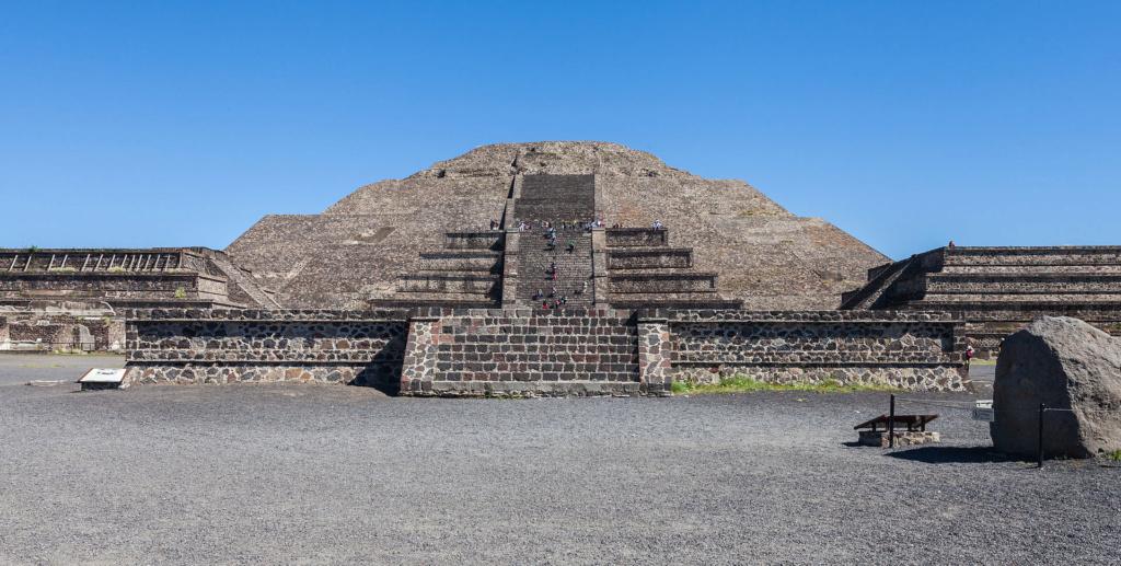Les pyramides mystérieuses Pyrami11