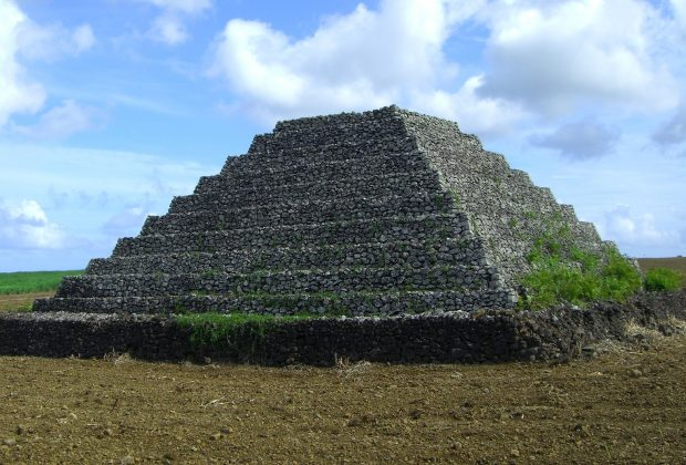 Les pyramides mystérieuses Pyrami15