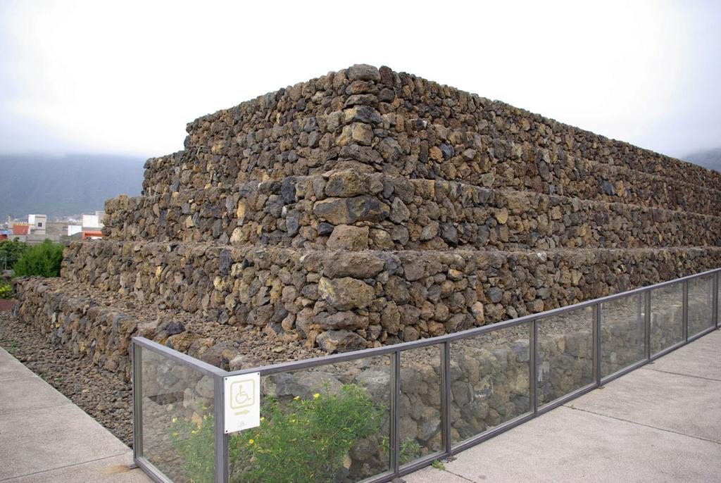 Les pyramides mystérieuses Pyrami16