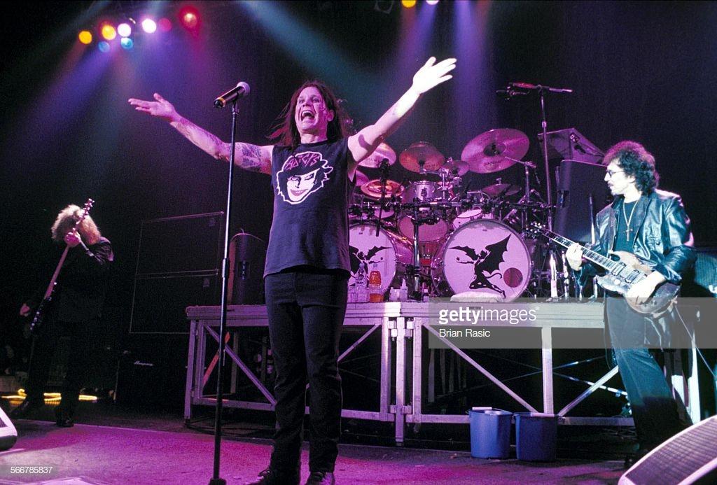 Black Sabbath: Tony Martin (p. 12) - Página 4 Black_16
