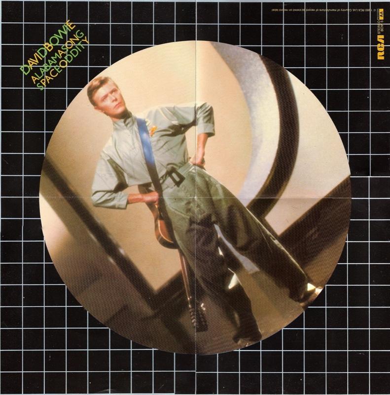 ★ DAVID BOWIE - Discografía confitada  ★  Tonight (1985) y Never let me down (1987). Un mal día lo tiene cualquiera. - Página 18 David-11