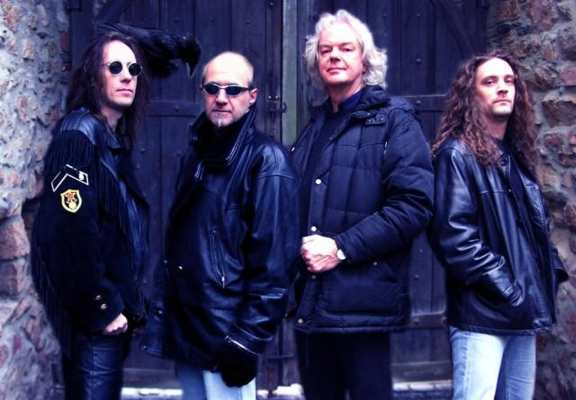 Black Sabbath: Tony Martin (p. 12) - Página 14 Empire10