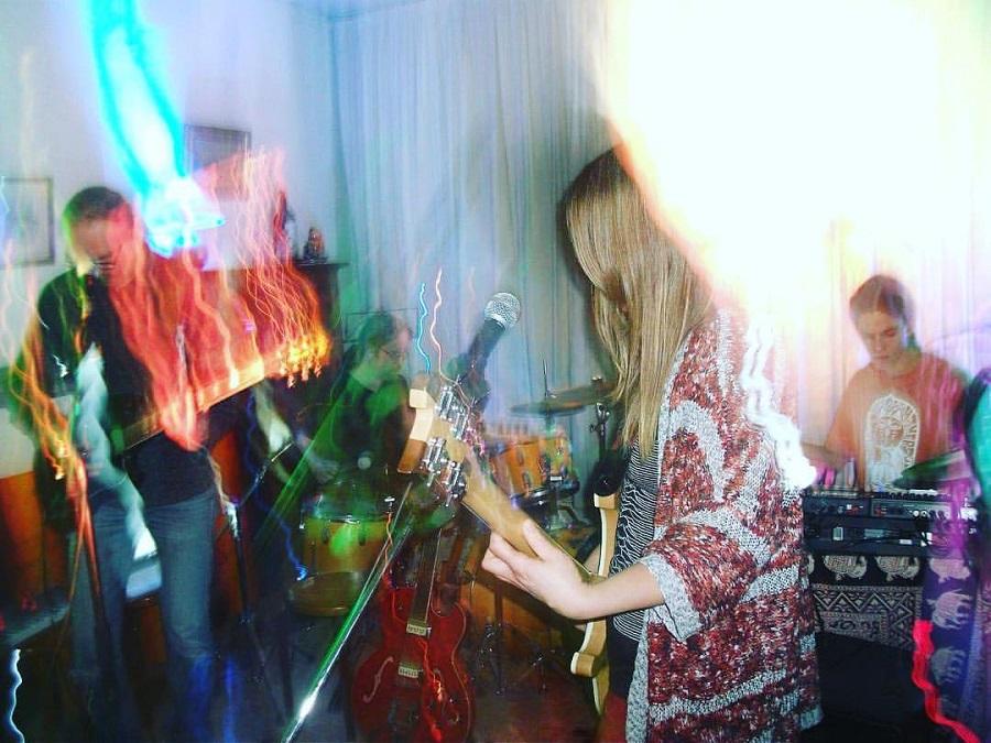 Chorreo de bandas heavy doom con chica al frente... - Página 3 Gula10