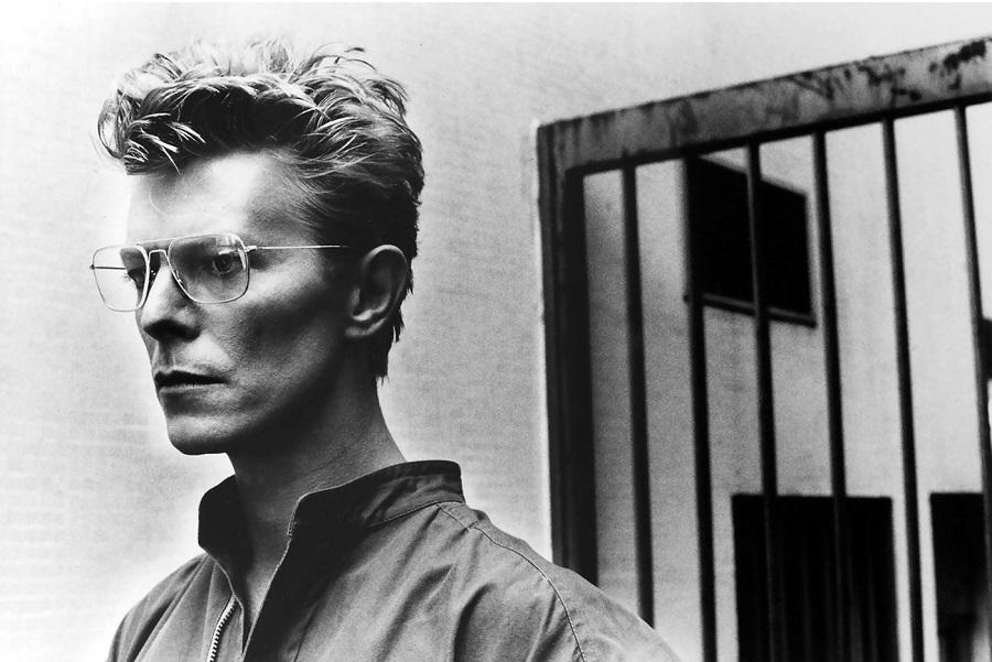 ★ DAVID BOWIE - Discografía confitada  ★  Tonight (1985) y Never let me down (1987). Un mal día lo tiene cualquiera. - Página 18 Helmut11