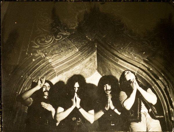 Black Sabbath 50: Legado - Página 15 Horns10