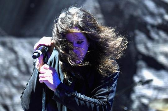 Black Sabbath 50: Legado - Página 4 Ozzfes48