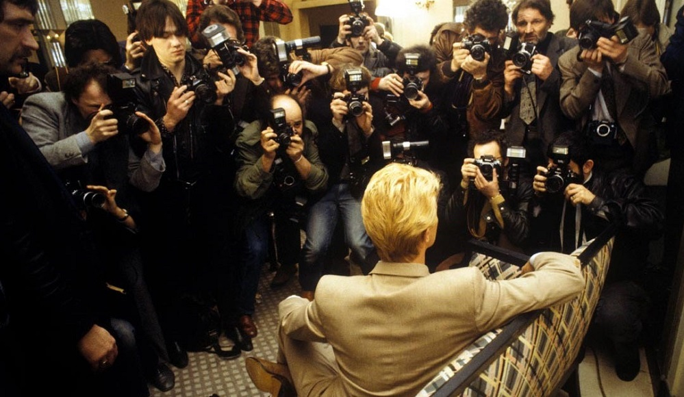 ★ DAVID BOWIE - Discografía confitada  ★  Tonight (1985) y Never let me down (1987). Un mal día lo tiene cualquiera. - Página 20 Press_10