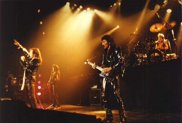 Black Sabbath: 13, 2013 (p. 19) - Página 12 Suncit10
