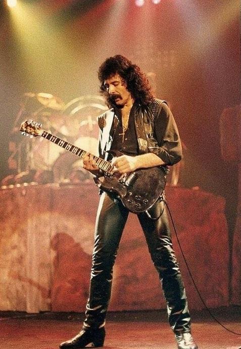 Black Sabbath 50: Legado - Página 4 Zzz_bo10