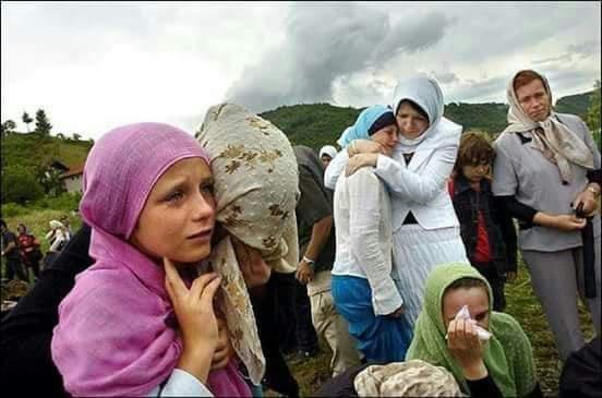 اغتصاب جماعي في العلن لمسلمي البوسنة Eeeoe138
