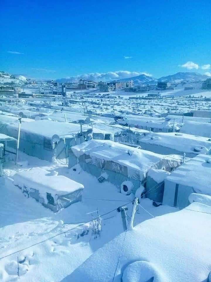 اللاجئين السوريين في لبنان يتعرضون للموت بسبب الثلوج Eeeoee85