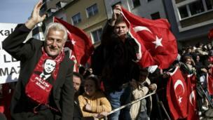اردوغان يفتتح اكبر مسجد أوروبي بألمانيا Eeeoeo28