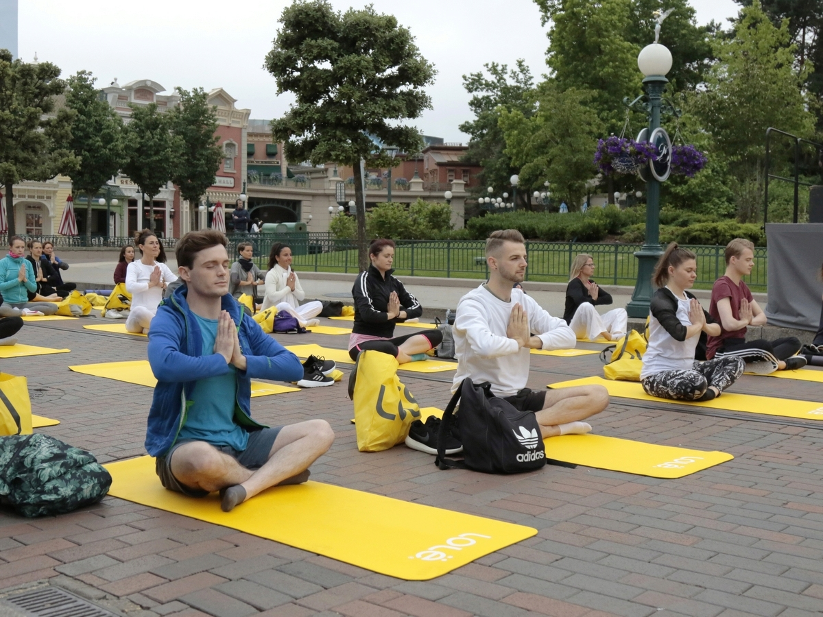 Yoga Day : un corso di yoga a Disneyland Paris !  004yog10