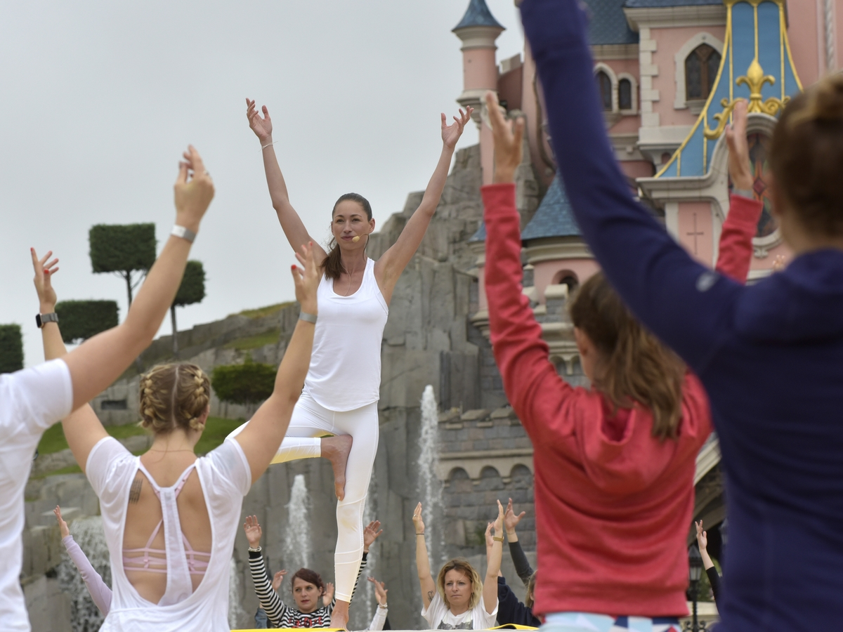 Yoga Day : un corso di yoga a Disneyland Paris !  009yog11