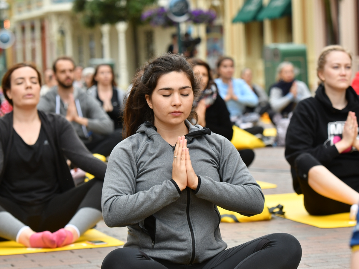 Yoga Day : un corso di yoga a Disneyland Paris !  023yog10