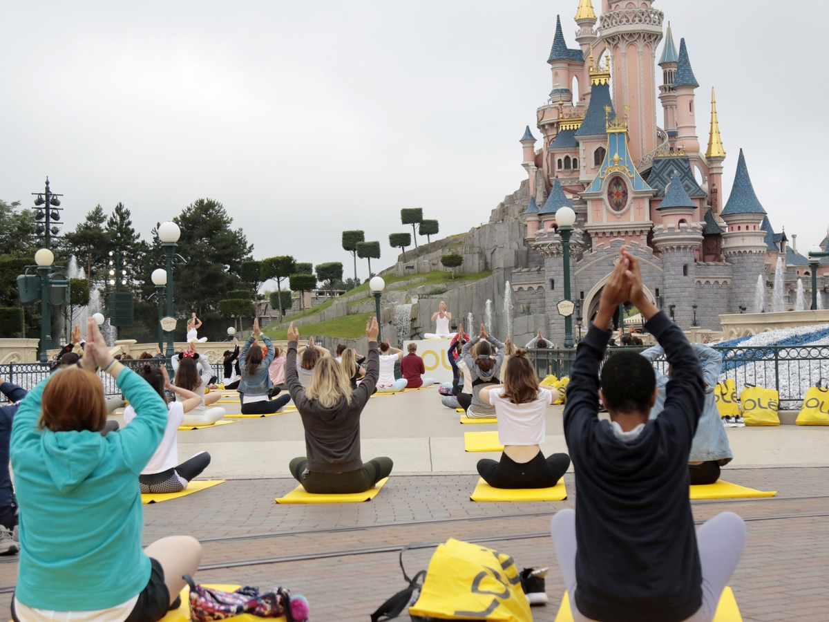 Yoga Day : un corso di yoga a Disneyland Paris !  024yog10
