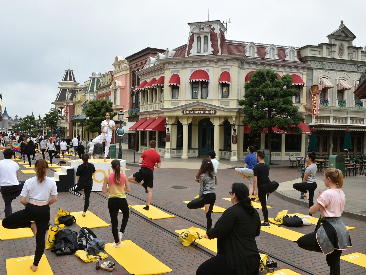 Yoga Day : un corso di yoga a Disneyland Paris !  034yog10