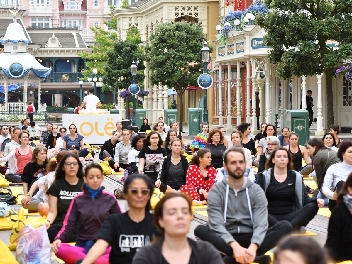 Yoga Day : un corso di yoga a Disneyland Paris !  036yog10