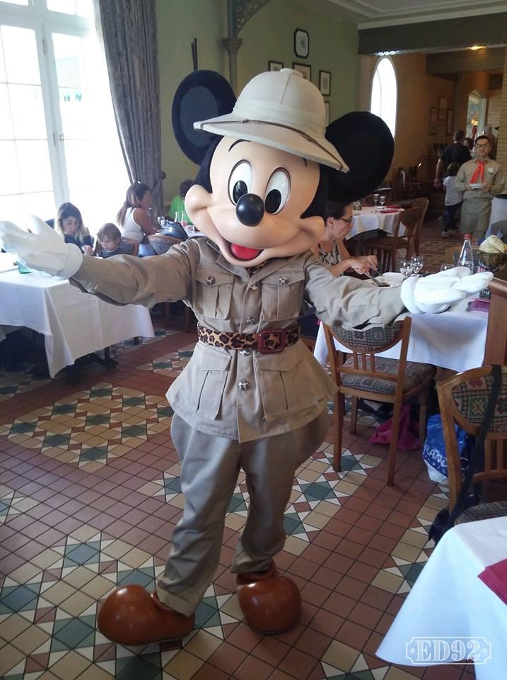 Brunch domenicale al Disneyland Hotel 41387910