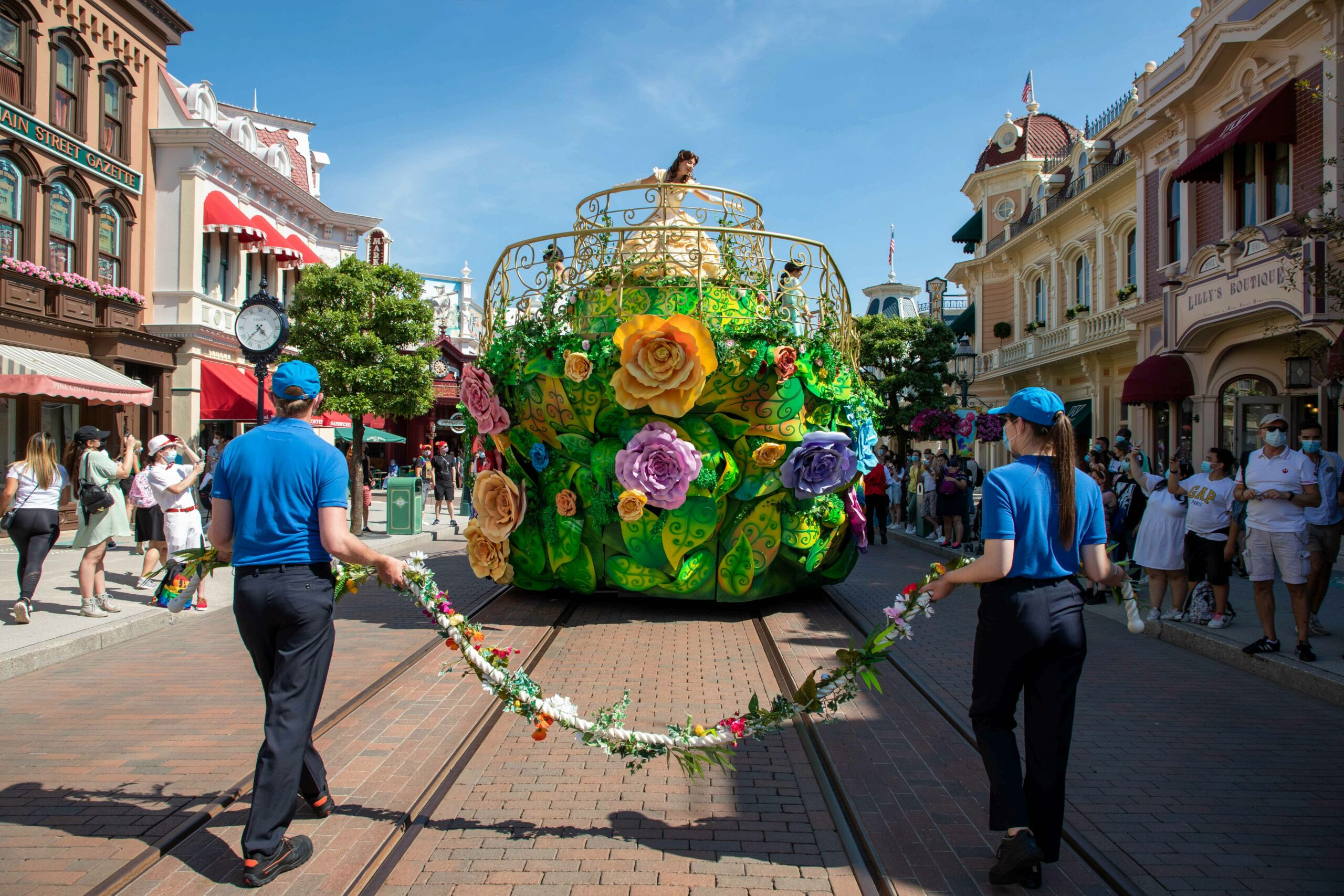 Riapertura di Disneyland Paris - Pagina 12 Enchan11