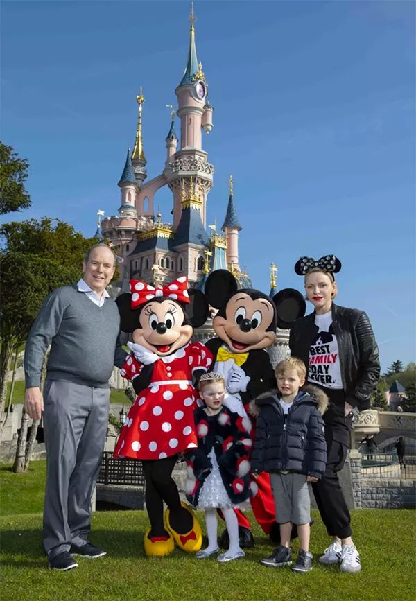 Personaggi famosi che fanno visita a Disneylanbd Paris Fb_img21