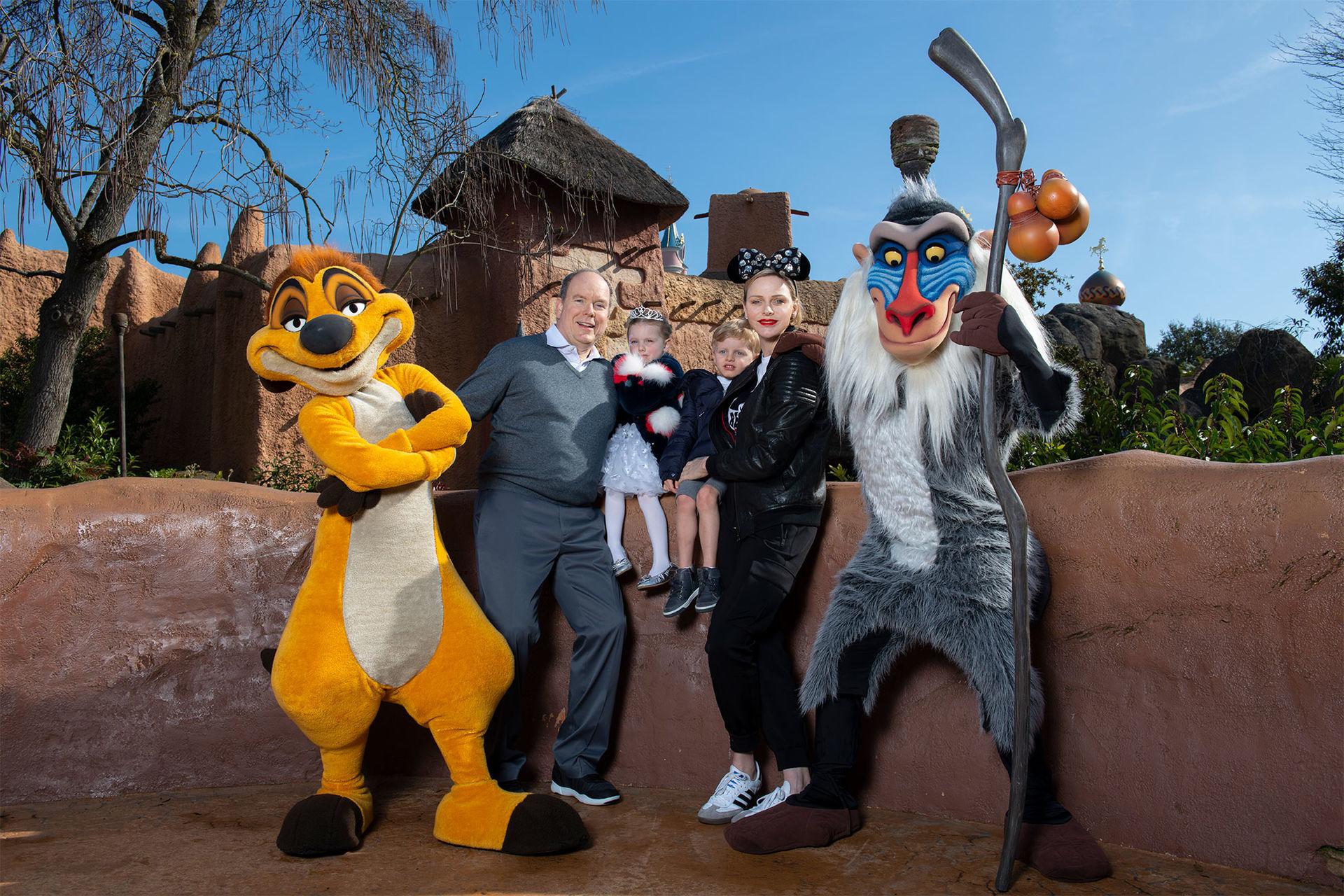 Personaggi famosi che fanno visita a Disneylanbd Paris Hd192029