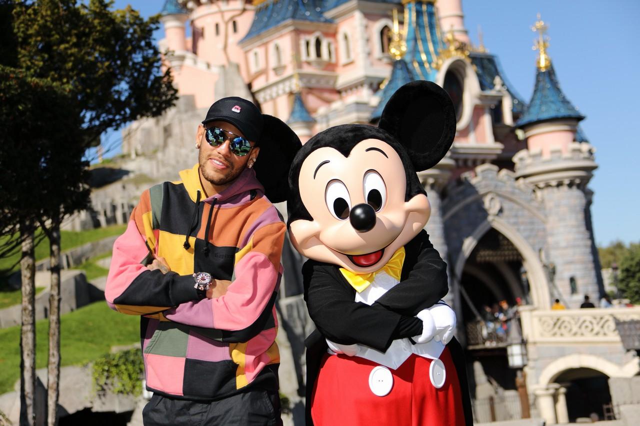 Personaggi famosi che fanno visita a Disneylanbd Paris Neym0110