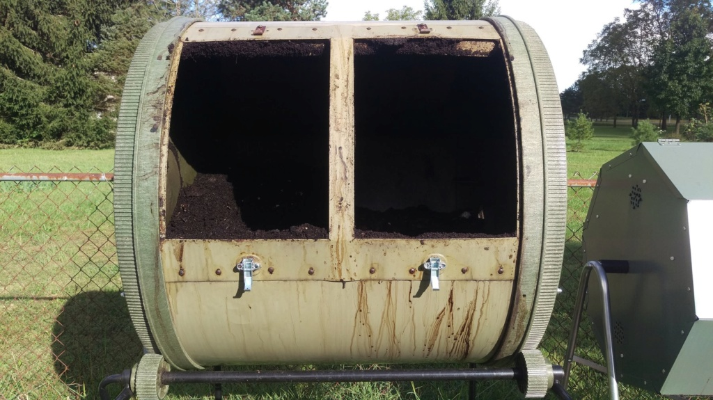 Tips for compost tumbler - Page 4 Compos16