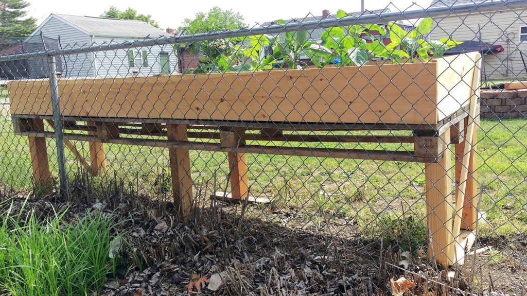 Table Top Raised Bed from Pallets Raised36