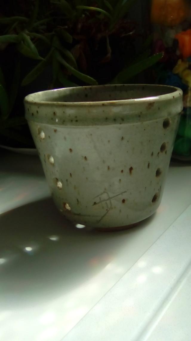 Pot à faisselle à identifier Img_2041