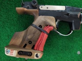 Cette crosse pistolet est-elle réglementaire pour le 10 m? Img_2064