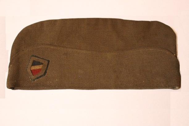 Calot français ...mais quel est cet insigne tricolore (insigne allemand) ? 5694_c12