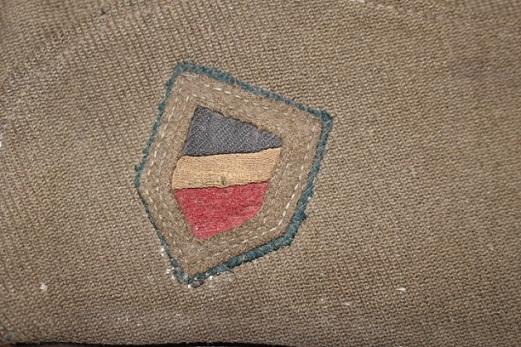 Calot français ...mais quel est cet insigne tricolore (insigne allemand) ? 5695_c10